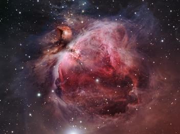 M43, in alto a sinistra (la zona con le velature oscure). M42, nel resto del campo visivo dell'immagine. Al centro di M42, nella parte più luminosa, il Trapezio. Bill Snyder, http://billsnyderastrophotography.com