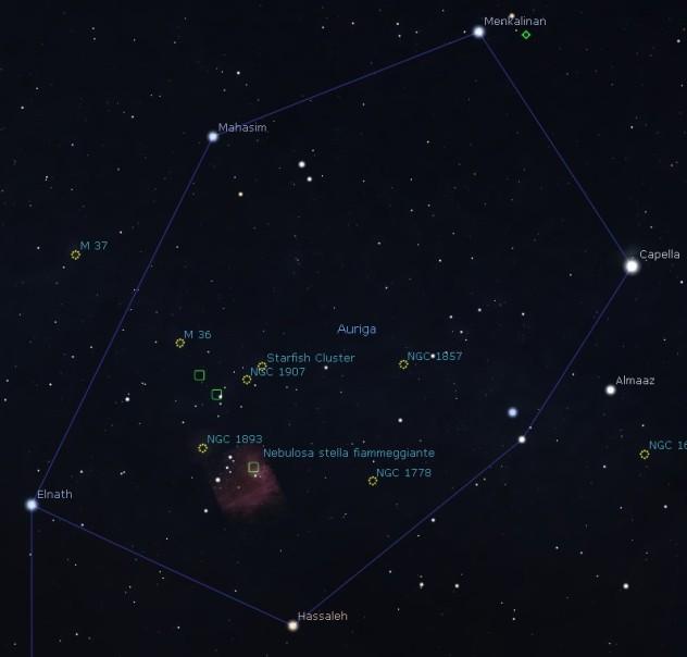 Auriga. Nel centro, lo Starfish Cluster, ovvero M38. Alla sua sinistra, M36. Proseguendo, ancora a sinistra, M37