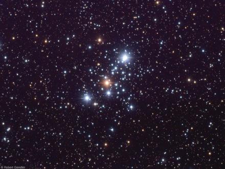 M103, lunga esposizione. Robert Gendler. In visuale con un 10x50 le stelle non sono risolvibili.