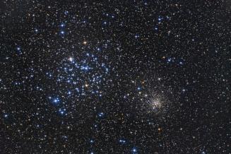 L'ammasso aperto M35, l'insieme di stelle azzurre sulla sinistra ed NGC 2158, un ulteriore ammasso aperto nelle vicinanze di quest'ultimo, più fitto e meno appariscente, in basso a destra. Foto di Dieter Willasch.