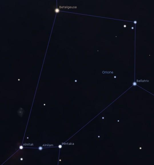 La parte del dorso superiore di Orione. Si notino Betelgeuse, in alto a sinistra, arancione, e Bellatrix, in alto a destra, blu.