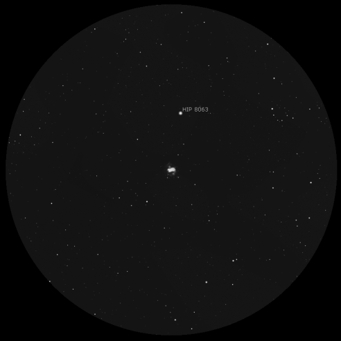 M76 a 59x. Simulazione in scala di grigi (Stellarium)